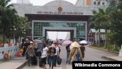 Hàng ngàn người Việt đổ sang Trung Quốc tìm việc trong những năm gần đây, đặc biệt vào dịp sau Tết Nguyên Đán.