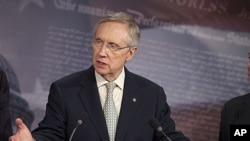 美国参议院多数党领袖里德7月29日在国会山