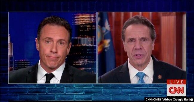 New York Valisi Andrew Cuomo (sağda) ve kardeşi CNN sunucusu Chris Cuomo (solda)