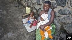 Une femme victime de viol, et ses deux enfants, abandonnée par son mari à Goma, 2012
