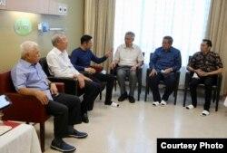 Perdana Menteri Singapura Lee Hsien Loong bersama keluarga SBY di Singapura, 15 Februari 2019. (Foto courtesy: BPN PRABOWO-SANDI)
