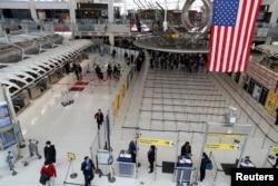 Amerika xalqaro aeroportlari bo'shab qolgan