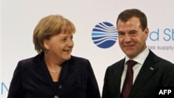 Otvaranju gasovoda Nemačka-Rusija prisustvovali nemačka kancelarka Angela Merkel i ruski predsednik Dmitri Medvedev