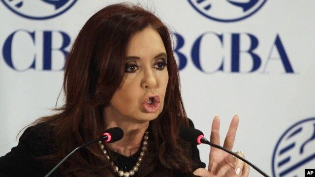 """La presidenta de Argentina Cristina Fernández insiste en que no pagará la deuda a los llamados [fondos buitres""""."""