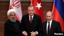 ایران کے صدر حس روحانی، ترک صدر رجب طیب اردوان اور روس کے صدر ولادی میر پوٹن انقرہ میں ایک کانفرنس کے موقع پر۔ اپریل 2018