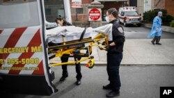 Hitna pomoć u New Yorku (Foto: AP/John Minchillo)