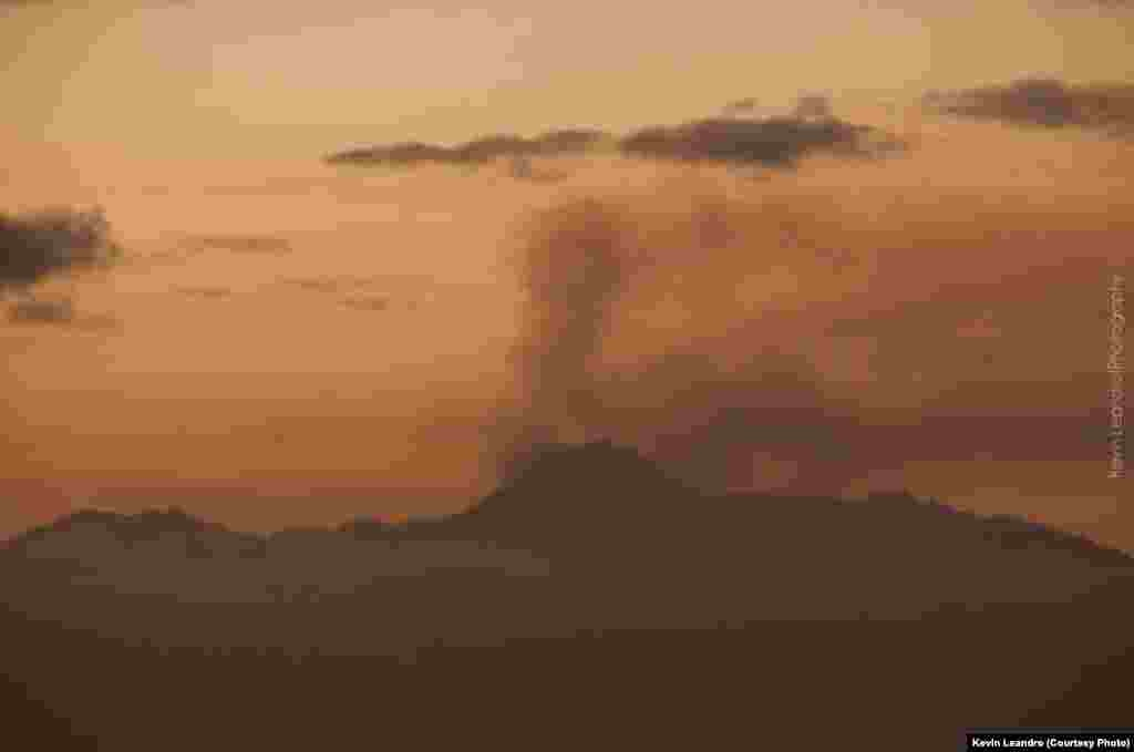 O vulcão do Fogo entrou em erupção a 23 de Novembro. Cabo Verde, Nov. 2014