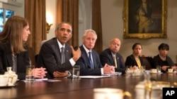 Tổng thống Mỹ Barack Obama họp nội các khẩn tại Tòa Bạch Ốc bàn về Ebola.