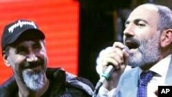 System of a Down-ის სოლისტი სერჟ თანქიანი და ნიკოლ ფაშინიანი ერევანში
