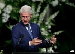 ອະດີີດປະທານາທິບໍດີ Bill Clinton ກ່າວສະດຸດີ ໃນພິທີສົ່ງສະການ ທ່ານ Muhammad Ali