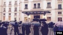 تجمع خبرنگاران در مقابل هتل بوریواژ، محل برگزاری مذاکرات ایران و ۱+۵ در لوزان سوئیس – ۹ فروردین ۱۳۹۴