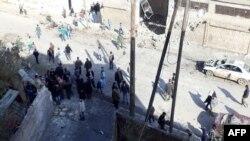 16일 시리아 이들립 시의 차량 폭탄테러 현장.