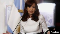 Argentina's President Cristina Fernandez de Kirchner speaks during a ceremony at the Casa Rosada Presidential Palace in Buenos Aires July 31, 2014. Argentina's bond and stock markets and peso currency dropped on Thursday after Latin America's No. 3 econom