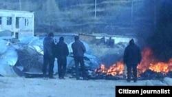 当地民众提供照片显示青海当局在藏区焚毁从民间收缴的卫星接收器。(2012年1月9日)