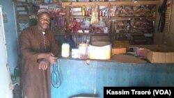 Dans une boutique à Bamako, Mali