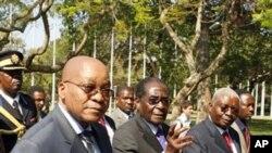Os presidentes Jacob Zuma, Robert Mugabe e Armando Guebuza