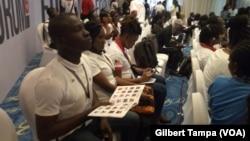 Un groupe de jeunes start-up lors du forum à Abuja, Nigeria, le 26 juillet 2019.(VOA/Gilbert Tampa)