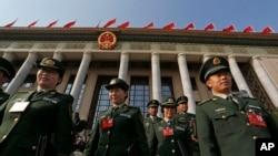 Delegasi militer China usai kongres Partai Komunis di Beijing. (Foto: Dok)
