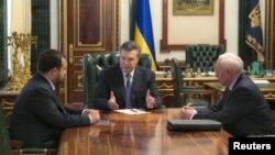 Сергій Арбузов, Віктор Янукович, Микола Азаров, архівне фото