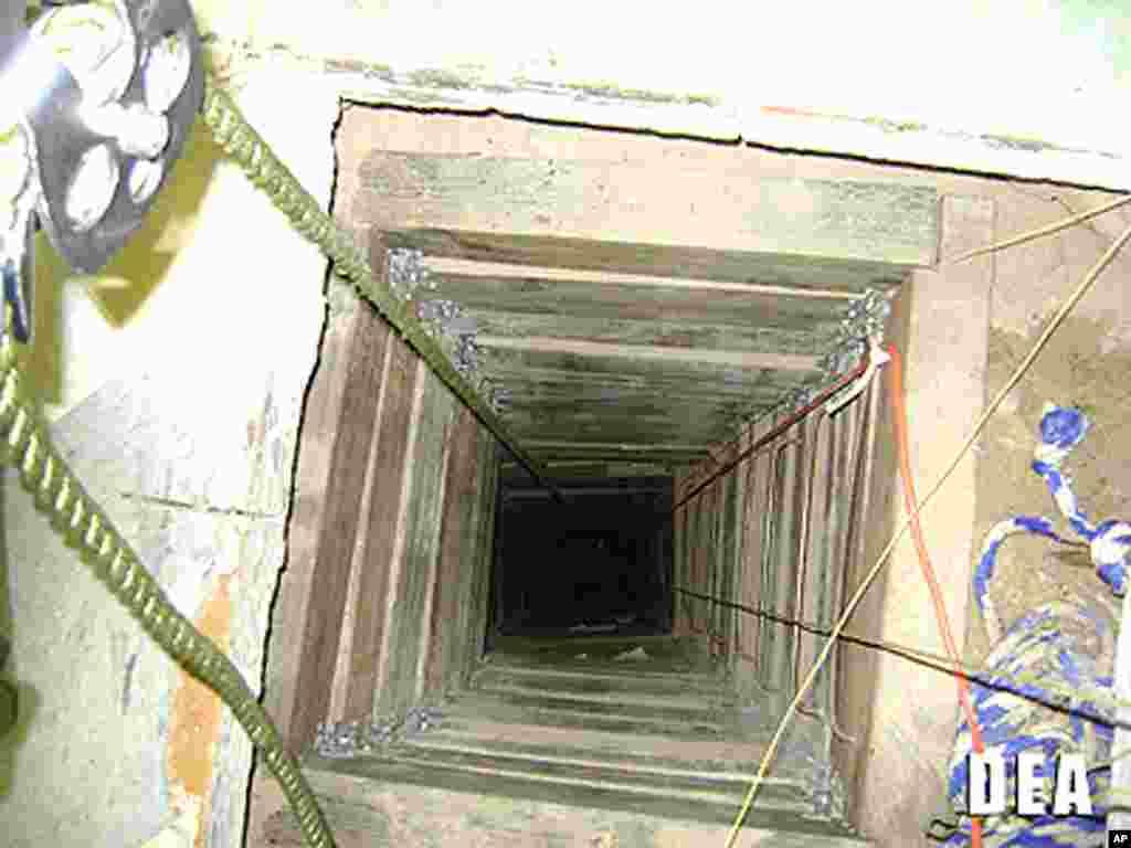 Esta es la entrada al túnel del lado de Estados Unidos, en un pequeño negocio de Arizona.