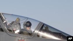法國戰機3月23日完成空襲利比亞任務後返回在地中海的基地