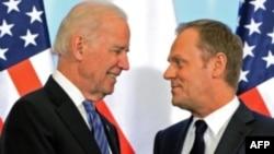 Джо Байден (л) і Дональд Туск