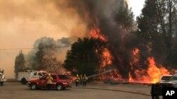 آتش سوزی های ایالت کالیفورنیا هزاران تن را آواره ساخته است
