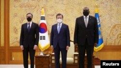 韩国总统文在寅2021年3月18日在首尔会见到访的美国国务卿布林肯和国防部长奥斯汀(路透社)