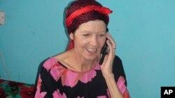 Du khách người Anh Judith Tebbutt, 56 tuổi, bị bắt cóc bởi các tay súng Somalia từ một hòn đảo nghỉ mát tại Kenya, sau khi được trả tự do sau hơn 6 tháng bị giam cầm ở Adado, Somalia, ngày 21/3/2012