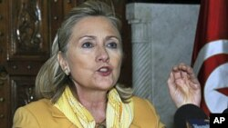 US Secretary of State Hillary Rodham Clinton said during a press conference in Tunis that a UN no-fly zone over Libya would require the bombing of targets to take out the threat posed by Moammar Gadhafi's regime, March, 17, 2011 (file photo)