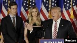 时为总统候选的唐纳德·川普和女儿伊万卡和女婿库什纳一道参加纽约州的一次竞选活动。(2016年6月7日)