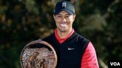 El 1 de noviembre de 2010, Woods fue desplazado del primer puesto mundial comenzó un descenso que lo hundió más allá de los primeros 50 mejores jugadores del circuito.