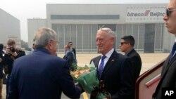 美国国防部长马蒂斯2018年6月26日抵达北京访问(美联社)