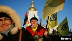 People take part in a rally in central Kyiv, Ukraine, Nov. 21, 2014. Ukrainians marked the first anniversary of Ukrainian pro-European Union (EU) mass protests which caused a change in the country's leadership and brought Ukraine closer to the EU. (REUTERS/Gleb Garanich)