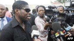 Le fils du président, Teodorin Obiang, parle aux journalistes à Malabo, le 23 décembre 2014.