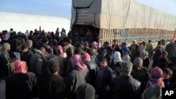 Halabdan qochgan aholi Turkiya chegarasi yaqinida, 5-fevral, 2016-yil
