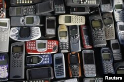 A collection of mobile phones made by Nokia is pictured in this photo illustration taken in Warsaw May 8, 2012. REUTERS/Kacper Pempel (POLAND - Tags: BUSINESS TELECOMS)
