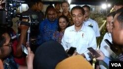 Presiden Joko Widodo di Papua menanggapi vonis 2 tahun penjara Majelis Hakim PN Jakarta Utara atas Gubernur DKI Jakarta Basuki Tjahaja Purnama alias Ahok, Selasa 9 Mei 2017 (Foto:VOA/Andylala)