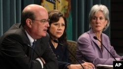 Ο επικεφαλής της Υπηρεσίας Κοινωνικών Ασφαλίσεων, με την Υπουργό Εργασίας και την Υπουργό Υγείας των ΗΠΑ
