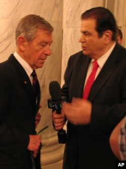 Ο Γερουσιαστής Voinovich με τον Γ. Μπίστη.