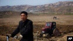 올해 4월 북한 개성 인근의 농촌 풍경.