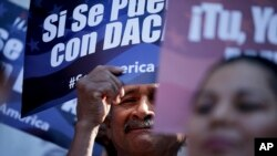 Inmigrantes claman por sus derechos.