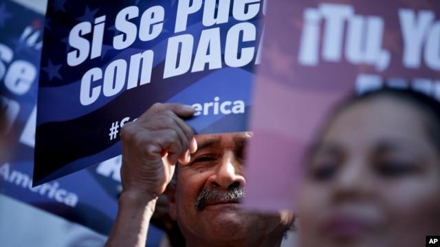 """California borra el término """"alien"""" para referirse a los inmigrantes"""