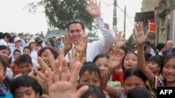 Ông Ernest Bower và các trẻ em Việt Nam