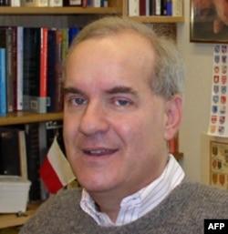 Čarls Ingrao, profesor istorije na Univerzitetu Perdju