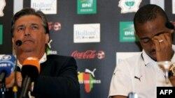 Le sélectionneur français de l'équipe Ivoirienne Henri Michel, à gauche, et le joueur Bonaventure Kalou répondent aux questions des journalistes lors d'une conférence de presse à Stuttgart, le 15 juin 2006.