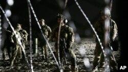 AS mengerahkan sekitar 5.600 tentara untuk mendukung petugas perbatasan di perbatasan AS-Meksiko.