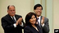 Torres fue elegida por un distrito de california para entrar a la Cámara de Representantes.