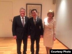德国总统高克周一晚间会见高瑜的律师尚宝军 (中国旅德人权活动人士苏雨桐提供)