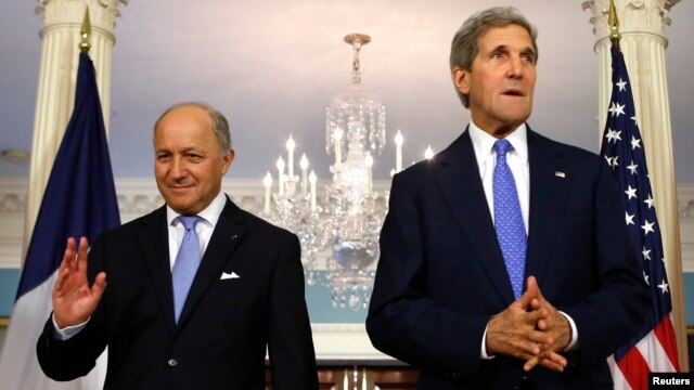 FILE - U.S. Secretary of State John Kerry (R) and French Foreign Minister Laurent Fabius.